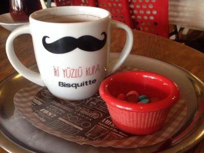 İzmir'de En İyi Kahve Sunumu Yapan Mekanlar Nerededir?